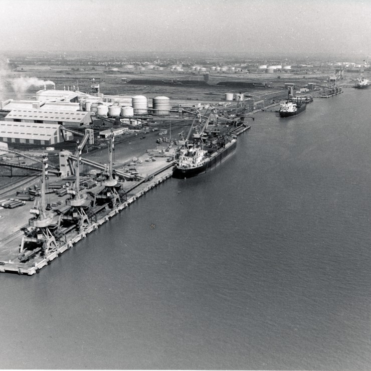 Montoir de Bretagne: an overview of the port terminals in the 1970. Credit: NSNP.